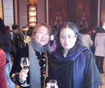 与上海市妇联领导合影